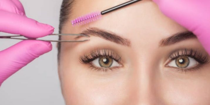 Girl getting a brow shaping